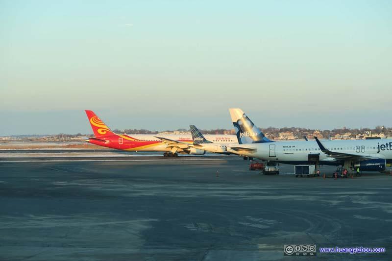 Hainan Airlines B787-9 (B-1499) Leaving