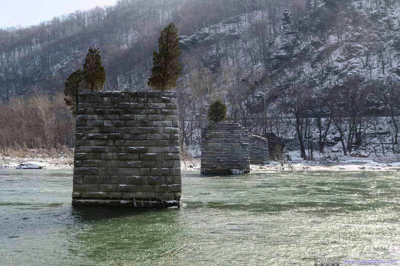 Shenandoah River Bridge Pylons