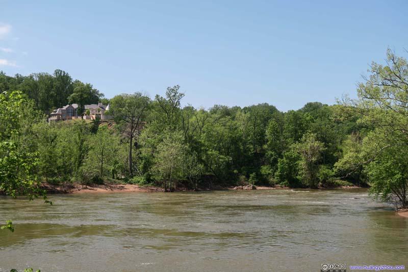 Villas across Potomac River