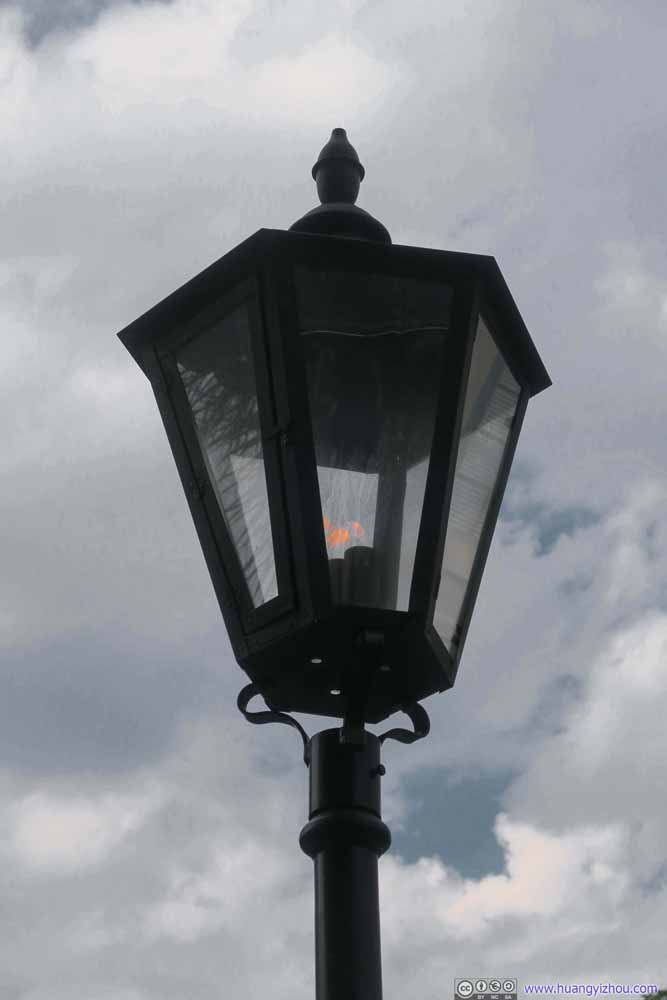 Street Light with Live Flames