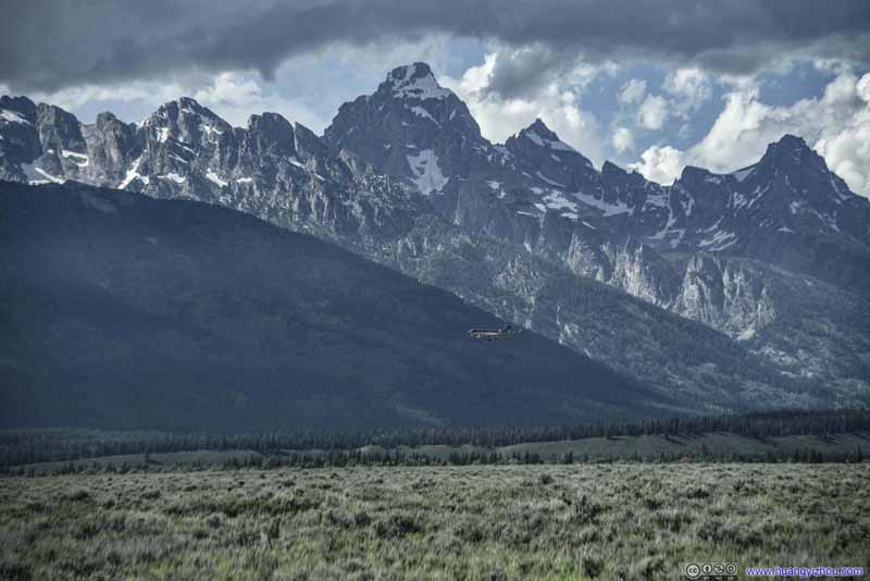 Plane Landing into Jackson Hole Airport before Grand Teton Peak