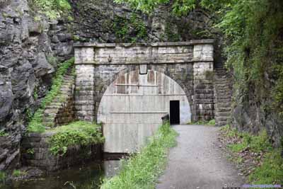 Entrance to Paw Paw Tunnel