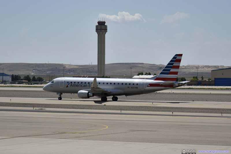 American Eagle E175 Arriving