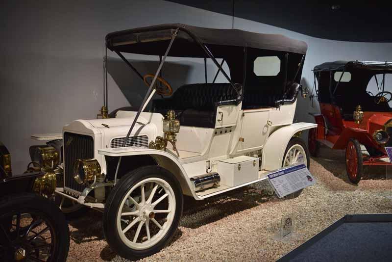 1909 White
