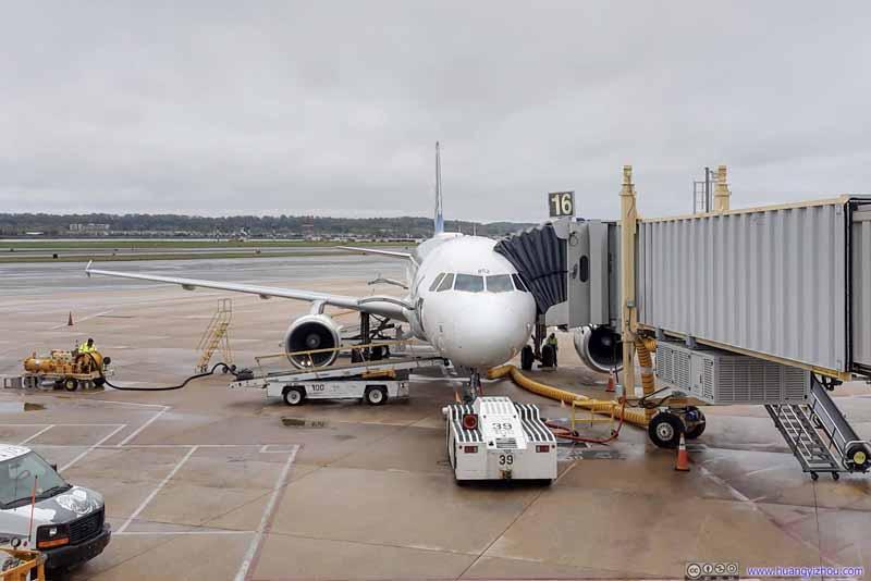 Alaska Airlines A320 (N852VA) at Gate