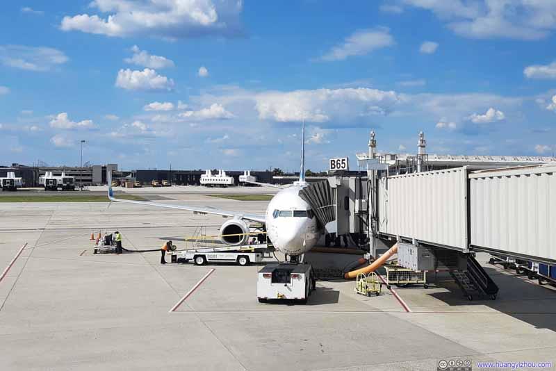Alaska Airlines B739 (N472AS) at Gate